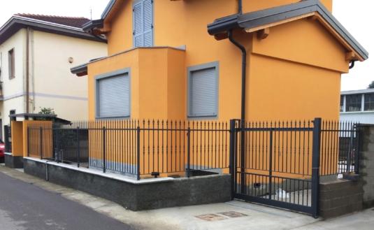 cancello in ferro per villetta o condominio - Fratelli Gussoni fabbro Cornaredo