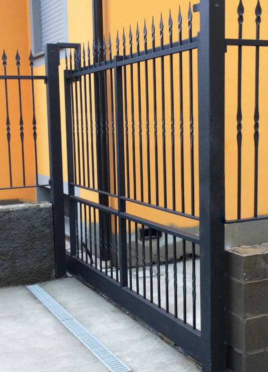cancello a scorrimento in ferro per villetta o condominio - Fratelli Gussoni fabbro Cornaredo