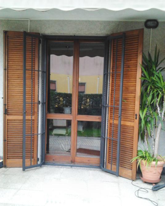 inferriate di sicurezza apribili parallele verticali e orizzontali in ferro per porta finestra su balcone di villetta o condominio - Fratelli Gussoni fabbro Cornaredo
