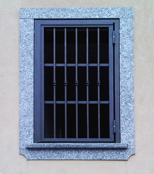 inferriate di sicurezza apribili parallele verticali con tondini in ferro per finestra di villetta o condominio - Fratelli Gussoni fabbro Cornaredo
