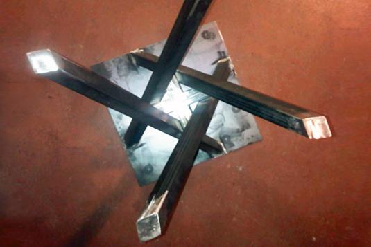 struttura in ferro per tavolino salotto con gambe incrociate - Fratelli Gussoni fabbro Cornaredo