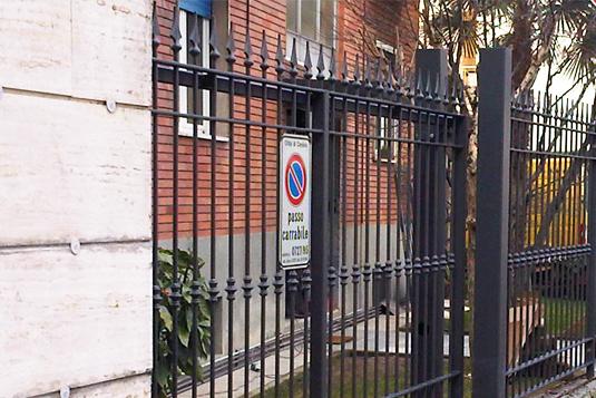 cancello carrabile con apertura in ferro per villetta o condominio - Fratelli Gussoni fabbro Cornaredo