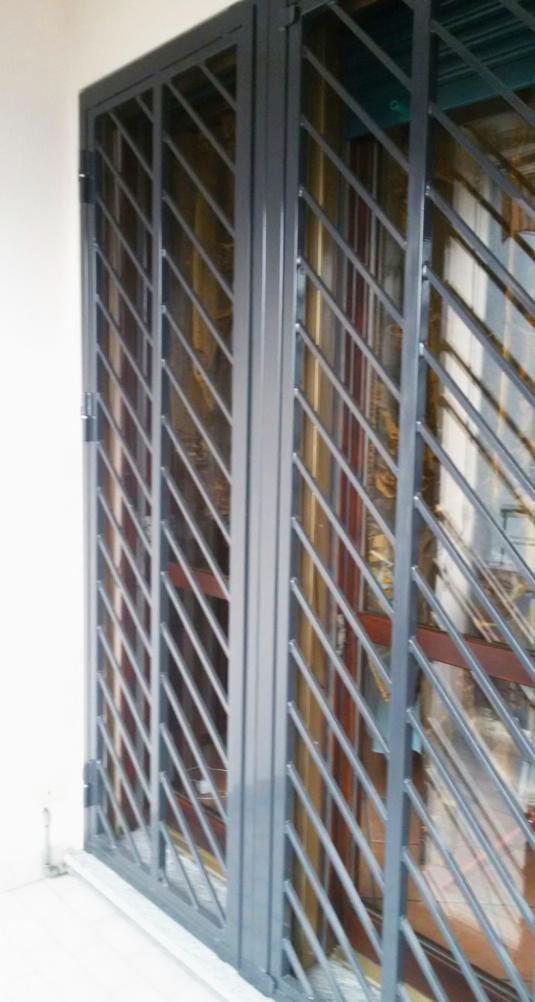 inferriate di sicurezza apribili diagonali in ferro per porta finestra di villetta o condominio - Fratelli Gussoni fabbro Cornaredo