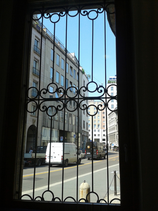 inferriate di sicurezza in ferro con decoro e motivo ornamentale per porta di villetta o condominio - Fratelli Gussoni fabbro Cornaredo