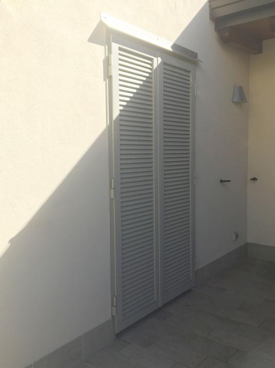 persiane di sicurezza in ferro color grigio tortora per porta finestra su terrazzo e balcone di villetta o condominio - Fratelli Gussoni fabbro Cornaredo