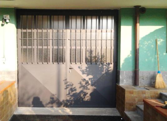 portone garage officina esterno in ferro con decorazione - Fratelli Gussoni fabbro Cornaredo