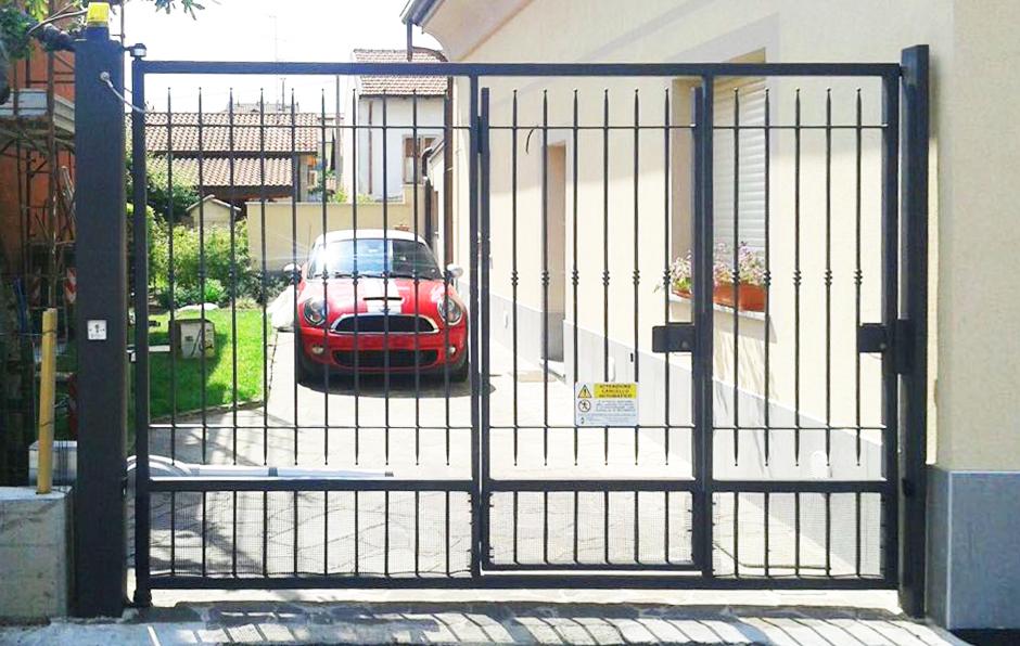 cancello carrabile e porta per villetta