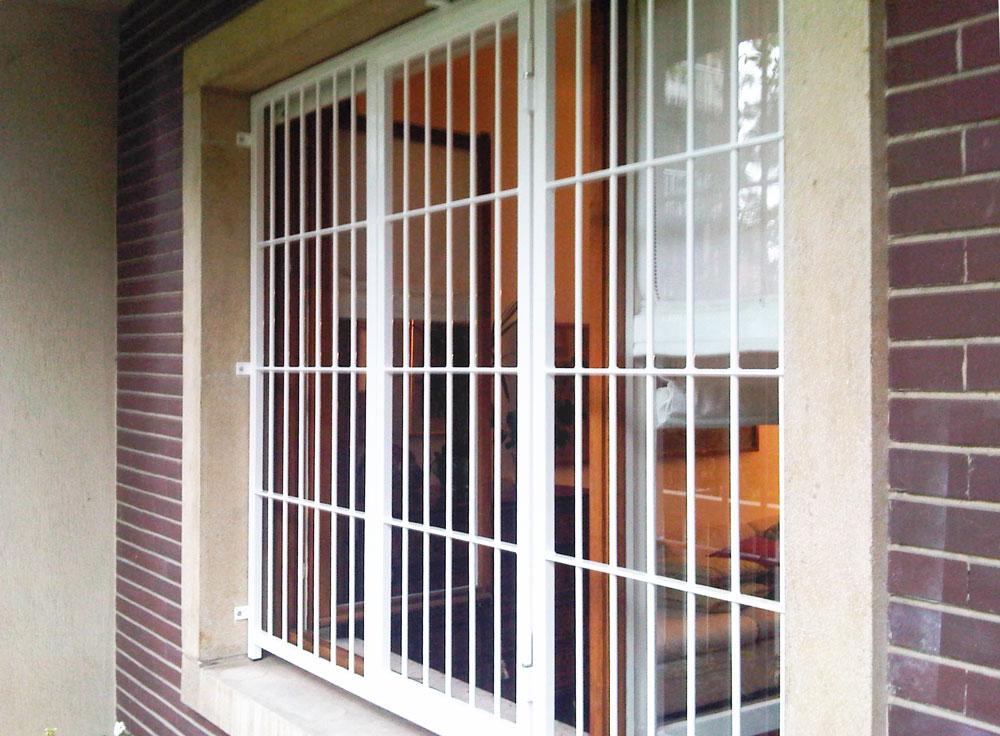 grata bianca finestra per la sicurezza della casa