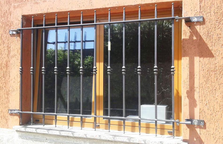 grata leggera finestrella spuntoni fabbro Fratelli Gussoni
