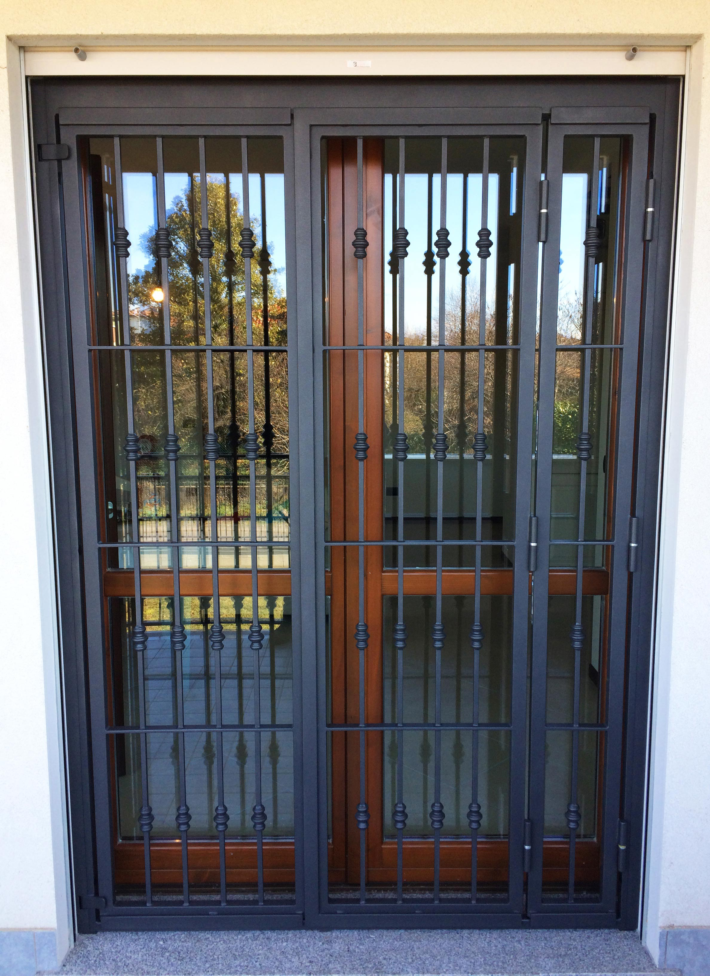inferriata o grata in ferro per porta finestra in terrazzo Cornaredo
