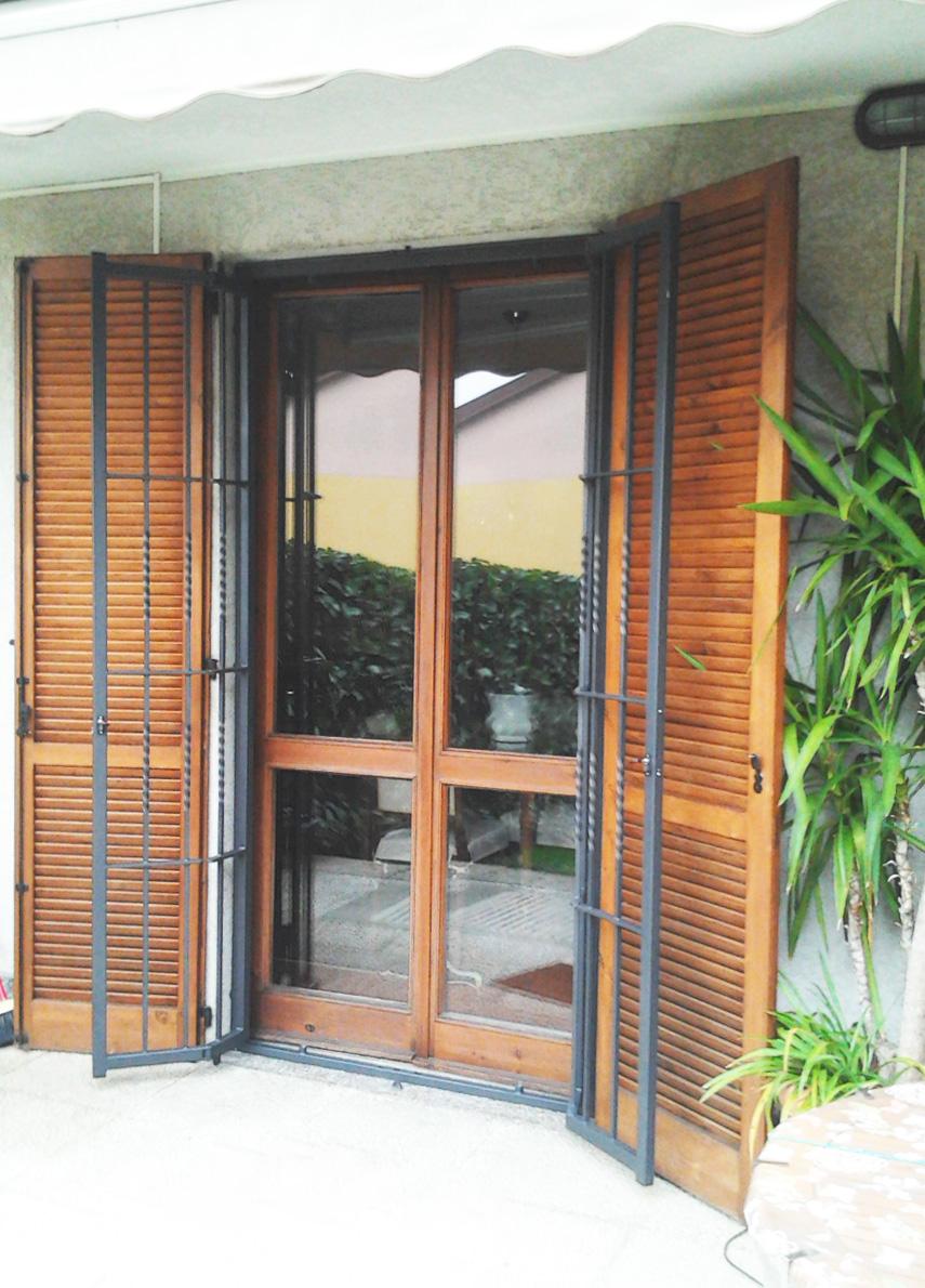 grata di sicurezza leggera aperta porta finestra