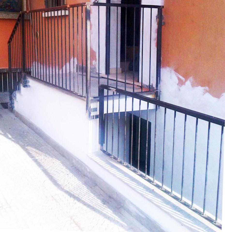 parapetti recinzioni appena prodotti e installati su casa nuova