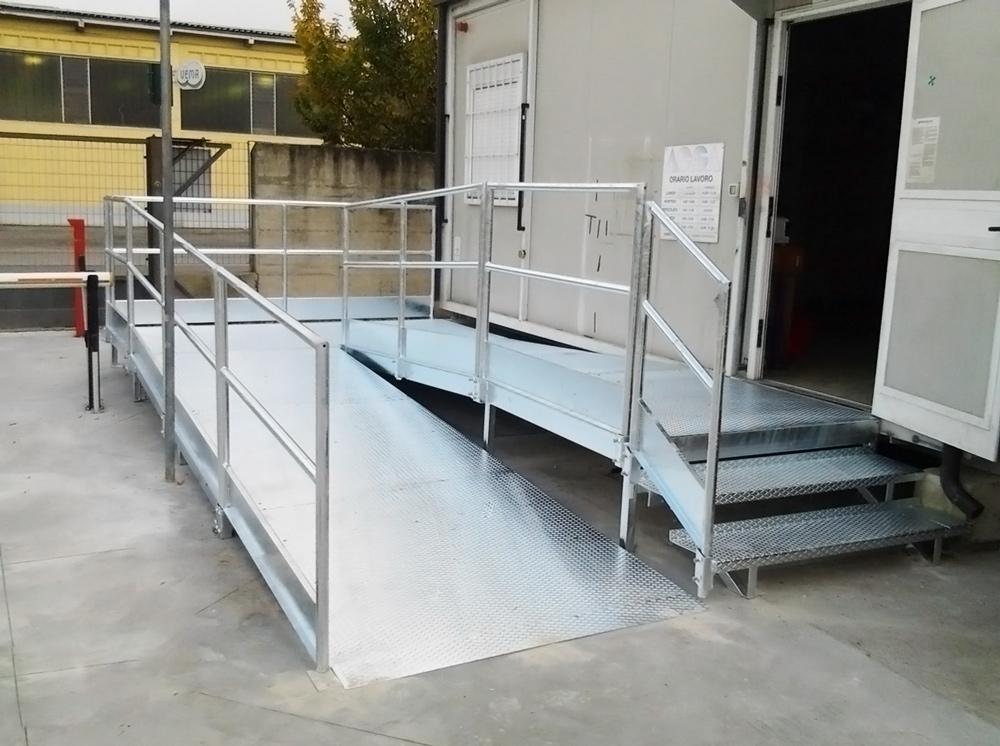 discesa in ferro per abbattere barriere architettoniche disabili