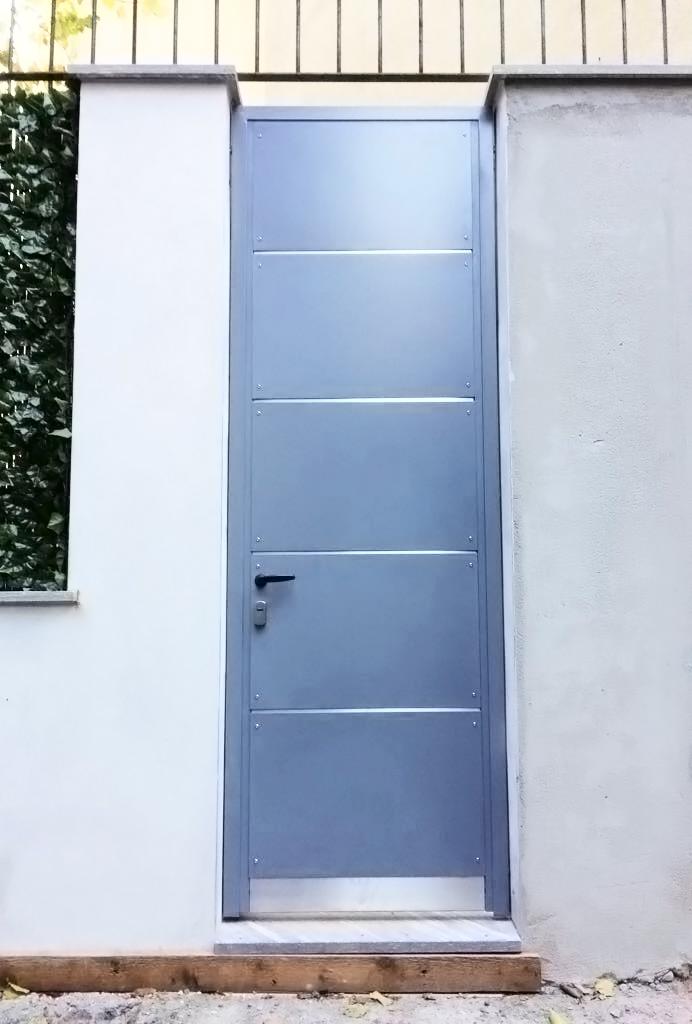 porticina di ingresso elegante dal design pulito e semplice realizzato da fabbro gussoni