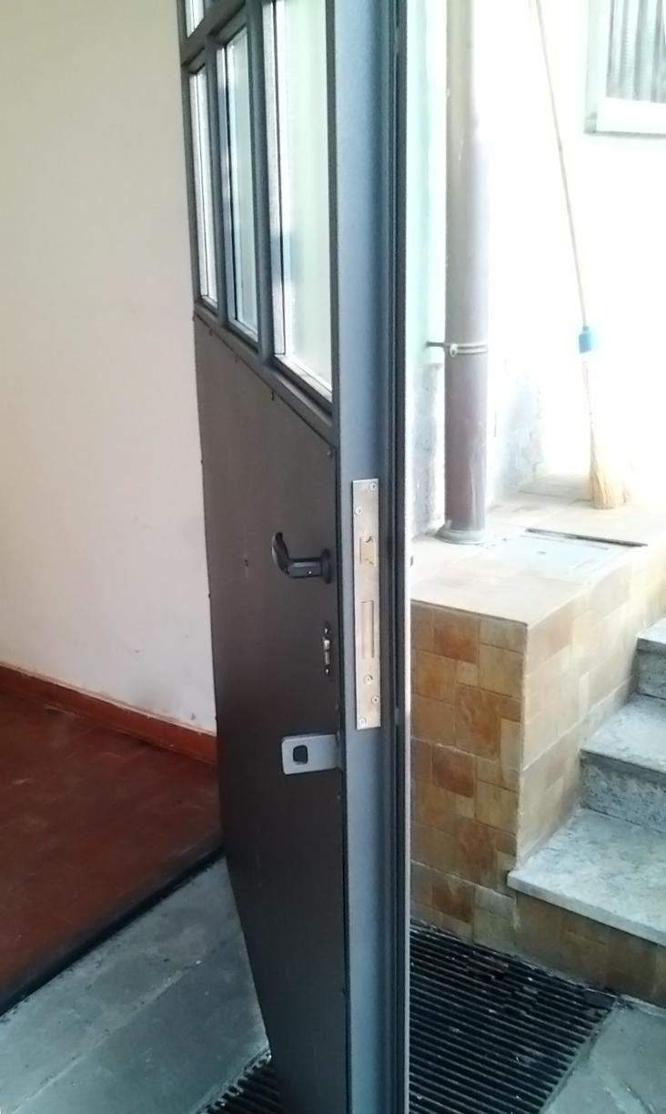 serratura di sicurezza per portone abitazione in ferro