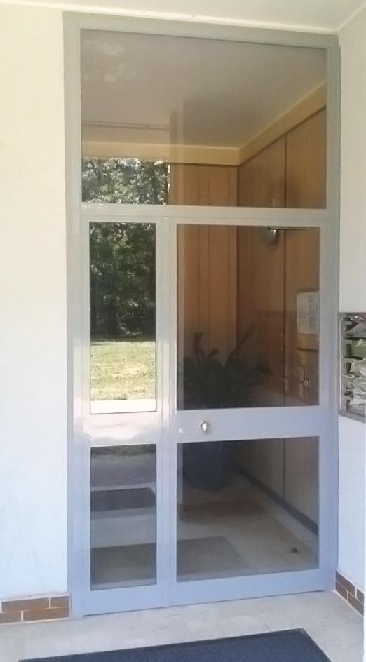 portone di entrata per condominio abitazione realizzato in ferro da fabbro gussoni