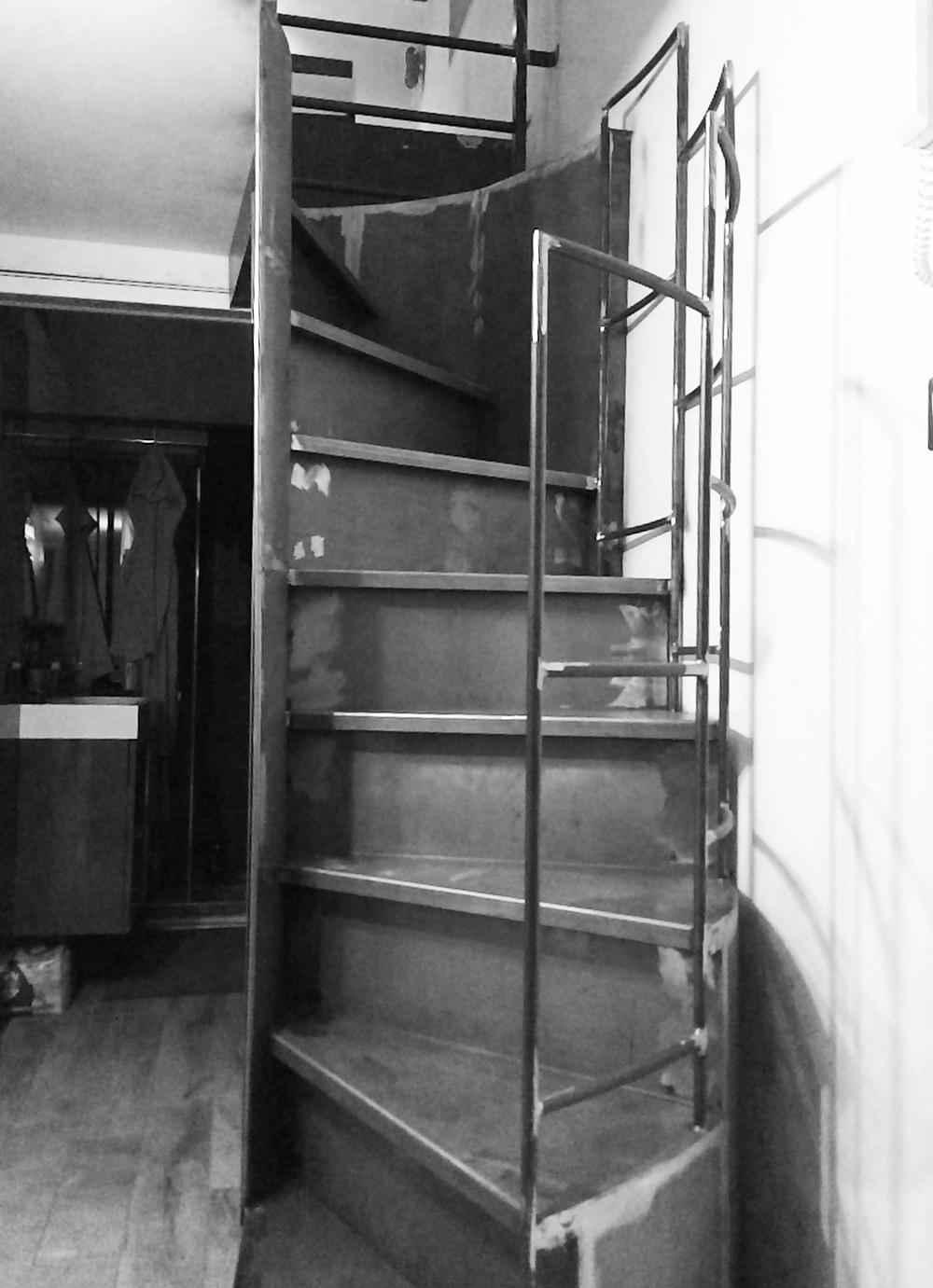 scalinata circolare con parapetto in ferro interior design