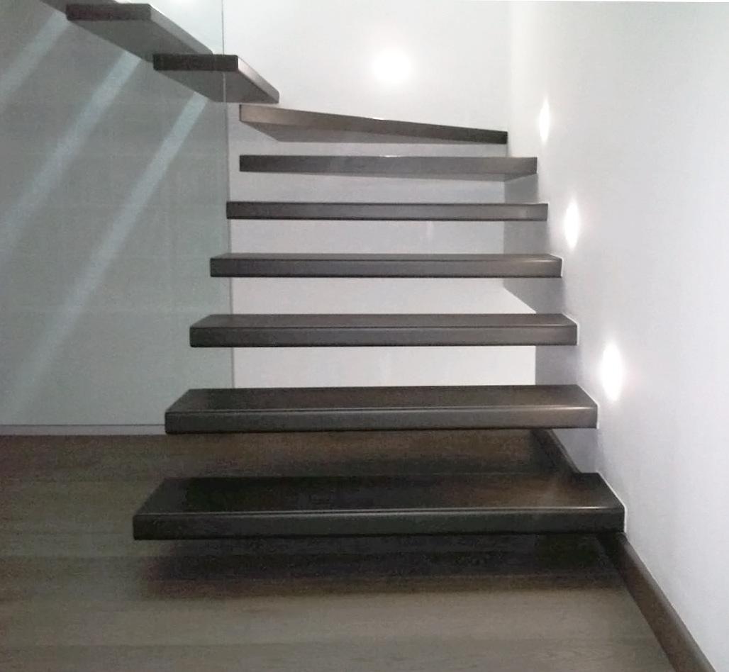 design scala gradini in ferro sbalzo appartamento
