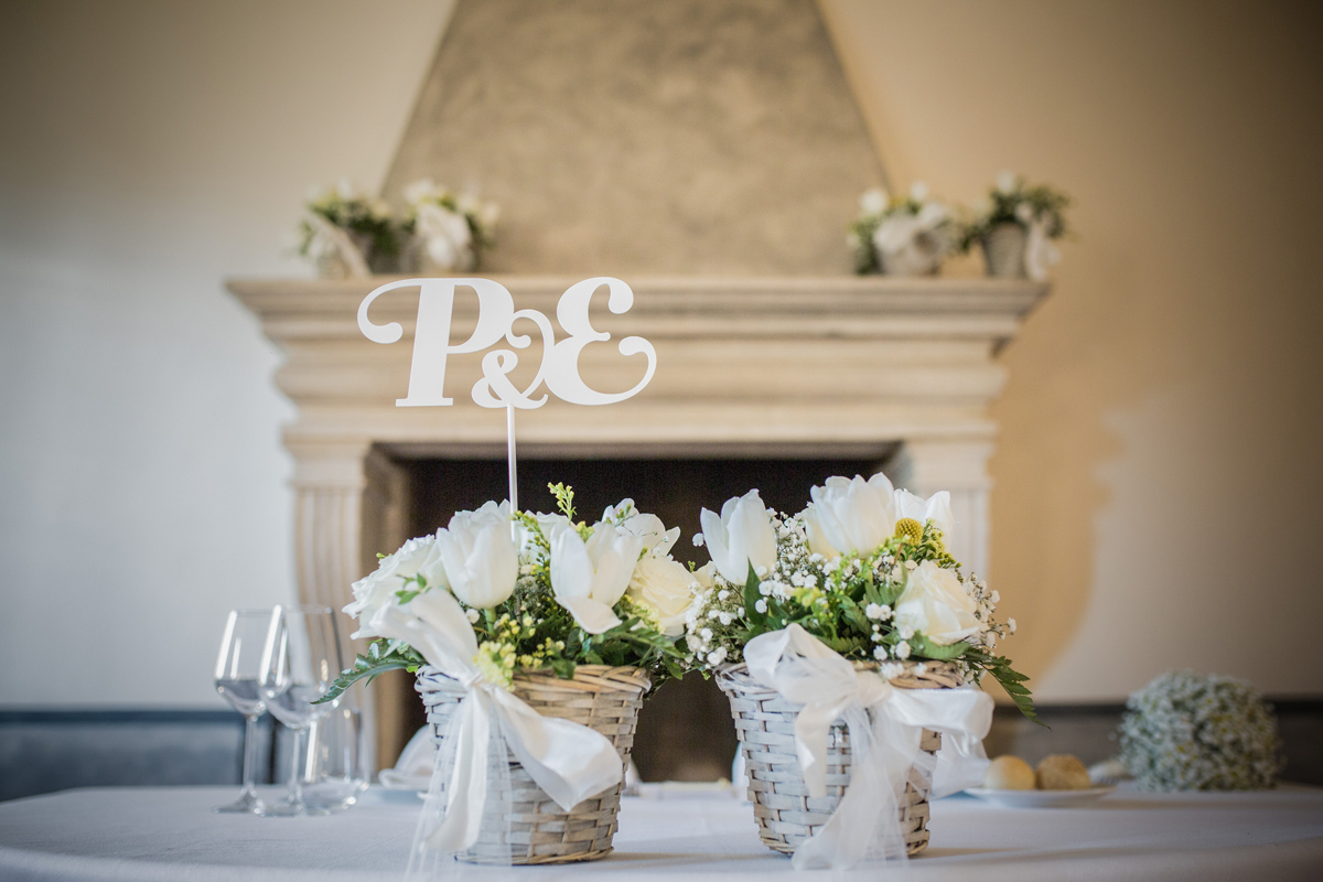 wedding design segnaposto sposi lettere iniziali ferro centrotavola fiori Fratelli Gussoni
