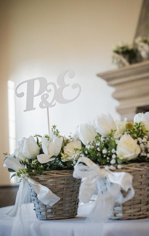 wedding design segnaposto sposi lettere iniziali ferro centrotavola fiori