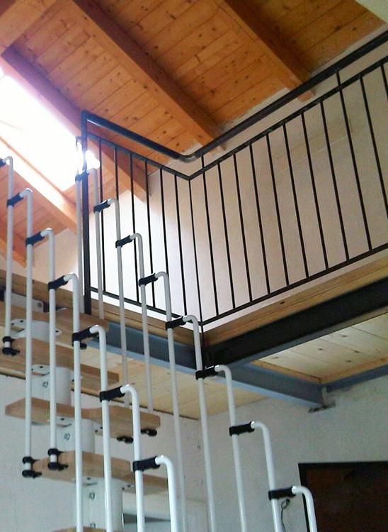 design interni per soppalco con struttura in ferro in appartamente realizzato da fabbro gussoni