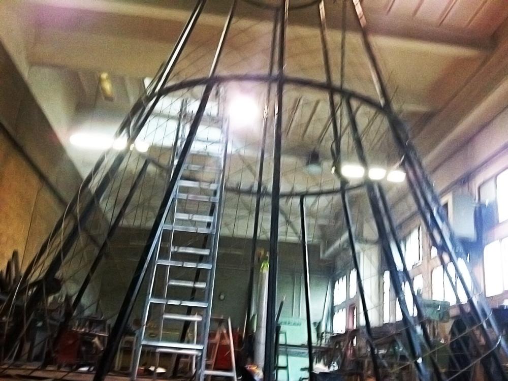progetto costruzione di albero di natale in ferro dimensioni reali per piazza rho realizzato da fabbro gussoni