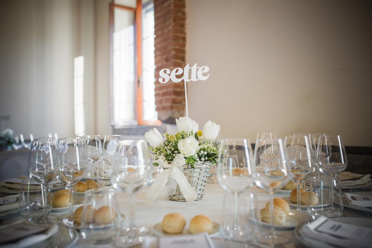 wedding design segnaposto sposi lettere iniziali ferro centrotavola fiori invitati - Fratelli Gussoni