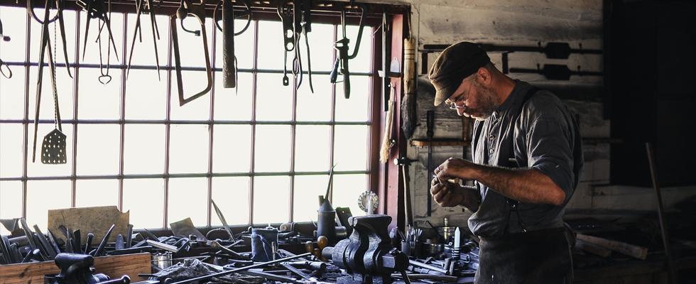 Fratelli Gussoni - fabbro - lavorazioni in ferro artigianali - inferriate, cancelli, soppalchi - Cornaredo e Milano