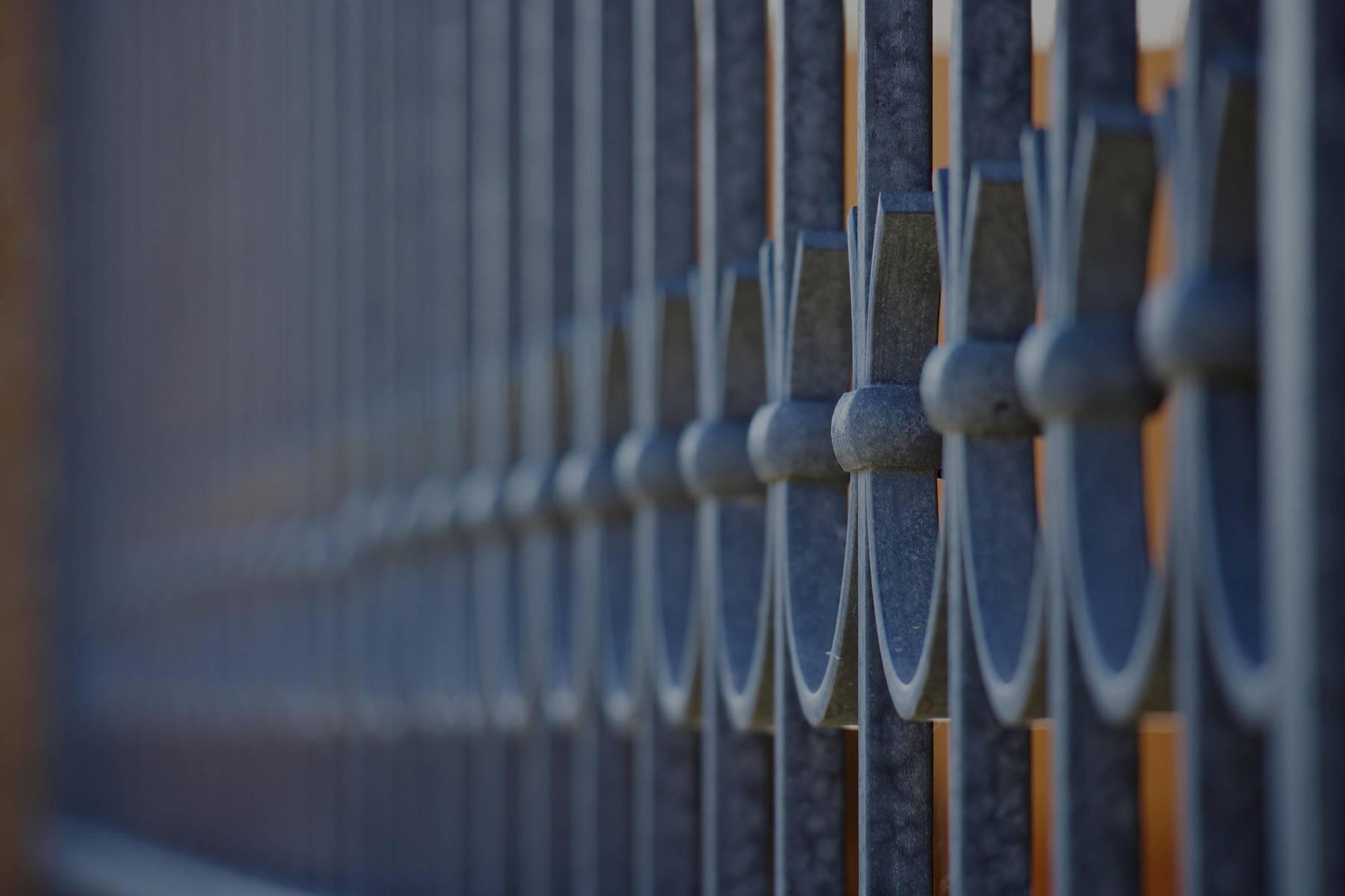 aste verticali in ferro - fabbro villetta appartamento